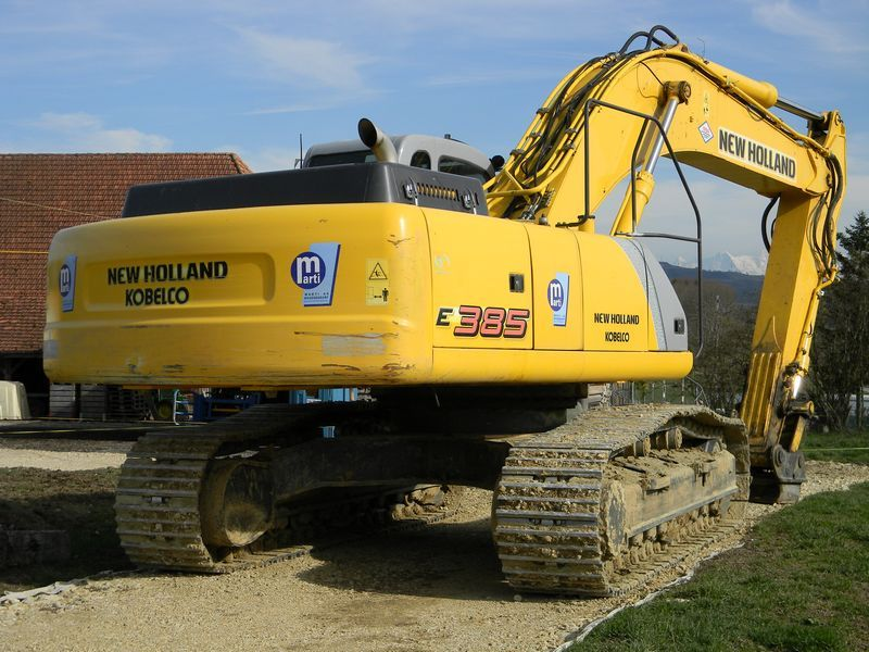 New Holland E 385