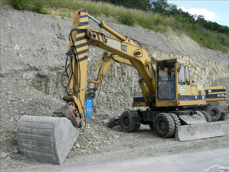 Caterpillar 214 BFT